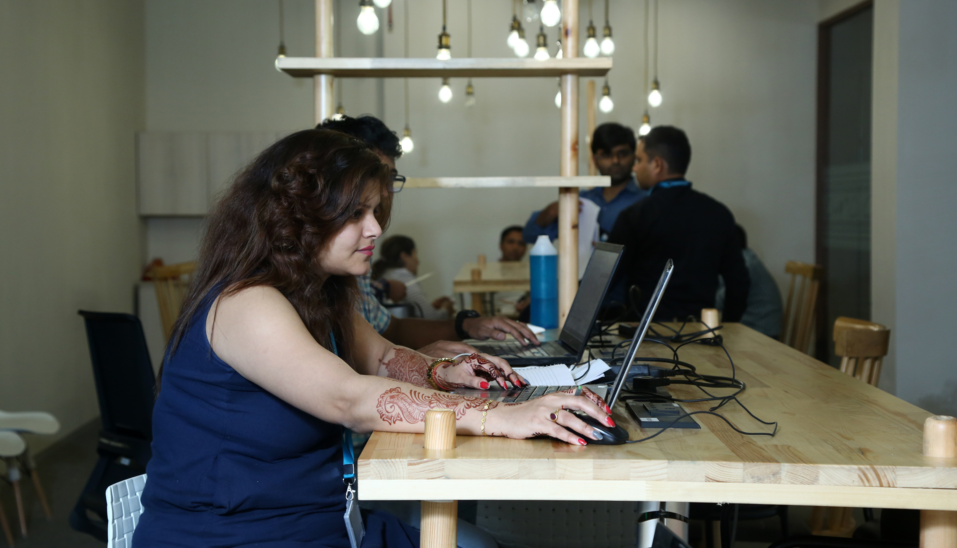 pros-and-cons-of-dedicated-desks-in-coworking-space